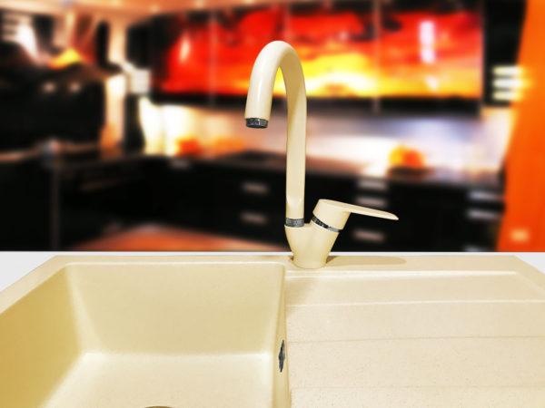 Цветной кухонный смеситель для гранитной мойки
