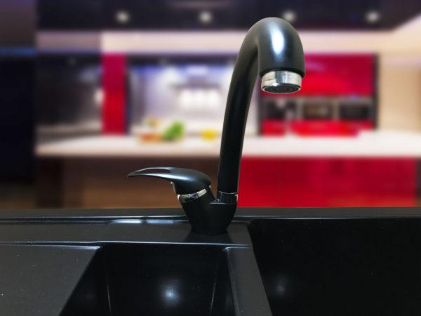 Кухонный смеситель для черной гранитной мойки