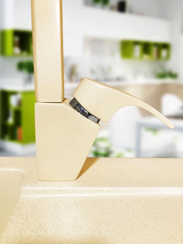 Цветной кухонный кран