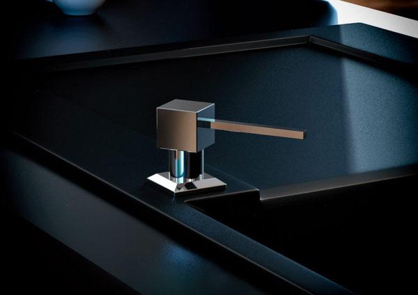 Дозатор для кухонной мойки гранитный KAHER LANDO, цвет хром