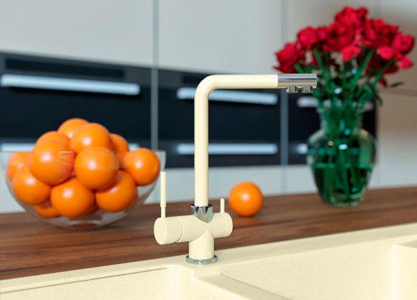 Кухонный кран с подключением фильтра черный Kaher Zegor цвет бежевый